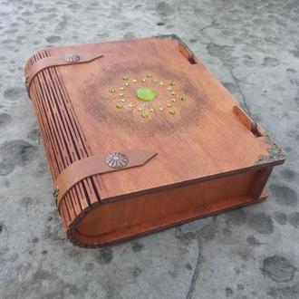 Шкатулка-книжка со стразами Шкатулка резная