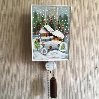 """Расписные часы.Часы с Авторской росписью ,ходики настенные механические """"Зимний пейзаж с домом"""""""