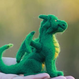 """Валяная игрушка из натуральной овечий шерсти  """"Изумрудный дракон Фалько"""""""
