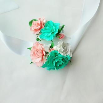 Свадебная бутоньерка и цветочный браслет