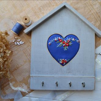 Ключниця з ручною вишивкою для дому- ключница с вышивкой для дома