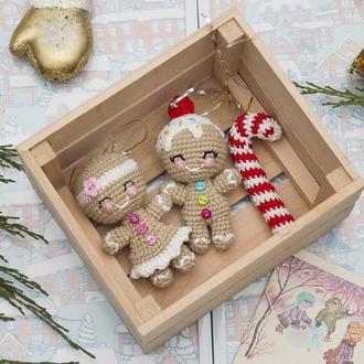 Пара пряничных человечков мальчик и девочка , новогодняя игрушка, новогодний декор, амигуруми
