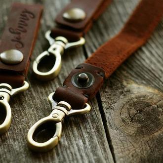 Кожаный брелок для ключей с карабином с любой гравировкой, ключница ручной работы на кнопке