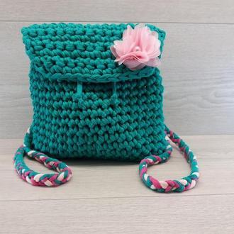 Сумочка-рюкзак из трикотажной пряжи