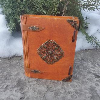 Необычная деревянная шкатулка книжка Визитница настольная Шкатулка книга для украшений
