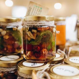 Мед з горішками та сухофруктами