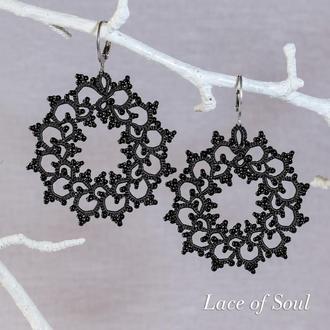 Кружевные черные серьги-кольца с бисером Фриволите