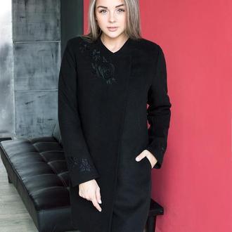 Женское пальто с вышивкой