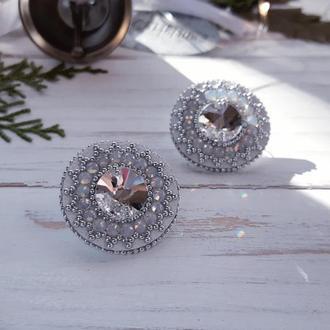 Белые праздничные серьги с кристаллами сваровски