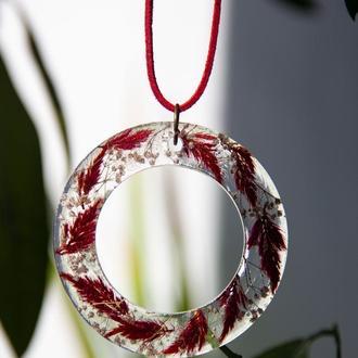 Кулон с живыми цветами в ювелирной смоле