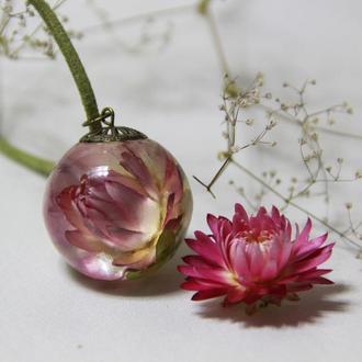 Кулон с живыми цветами (Гелихризум) в эпоксидной смоле