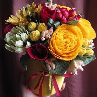 Пионовидные розы из гофрированной бумаги.