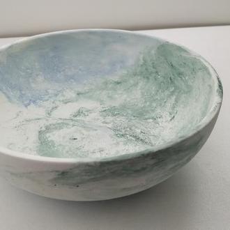 Тарелка из бетона - белый с голубым и синем
