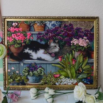 """Картина """"Котик в цветах"""" Вышивка лентами, вышитая лентами, в пластиковом багете, 30 на 40 см."""