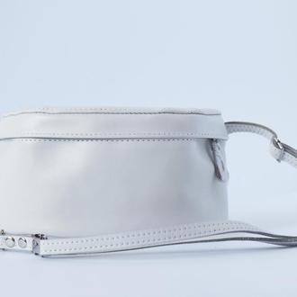 Белая сумка на пояс (бананка) из натуральной кожи