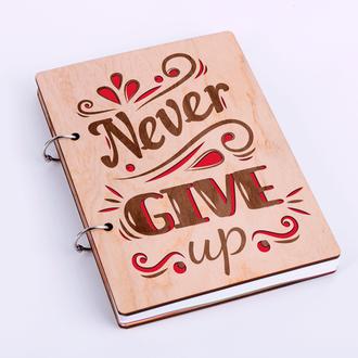 """Блокнот в дерев'яній обкладинці """"Never give up"""""""