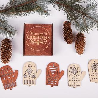 """Набір новорічних іграшок виготовлений з натуральної деревини """"Рукавичка"""""""