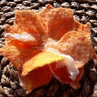 Войлочная брошь Оранжевая осень