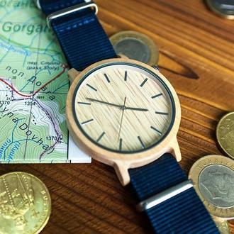 Деревянные часы Лира с гравировкой (женские)