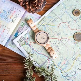 Деревянные часы Алия с гравировкой (женские)