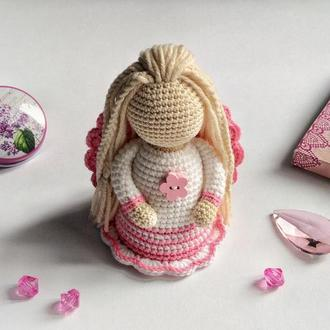 Ангелик у біло-рожевій сукні