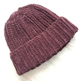 Велюровая шапка коричневого цвета шоколад
