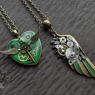 Зеленый набор - парные кулоны для влюбленных крыло и сердце в стиле стимпанк. Цена за два!