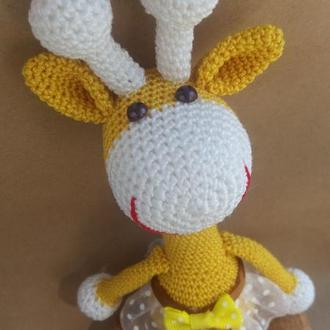 Вязаная игрушка жирафка