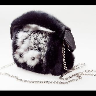 Сумка из валяной ажурной шерсти, декорированная мехом натуральной норки