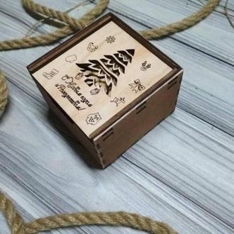 Красивый набор деревянных елочных игрушек в подарочной коробке