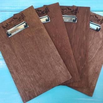 Деревянный планшет-меню с металлическим зажимом