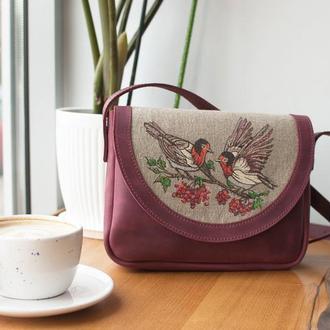 Кожанная сумочка с льняной вставкой и росписью