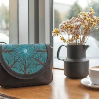 Кожанная сумочка с льняной вставкой и росписью ручной работы