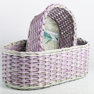 Плетеная корзина из бумажной лозы с картонным дном.
