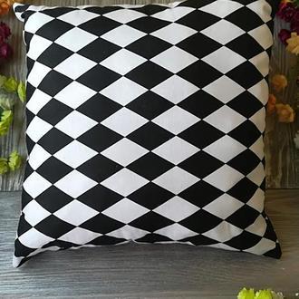 Подушка черно-белый арлекин