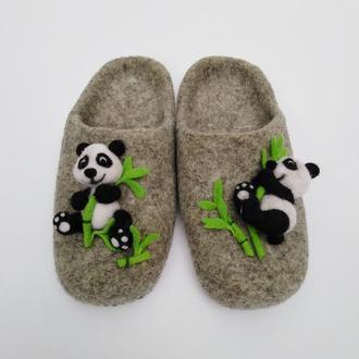 """Тапочки """"Панда"""" ручной работы."""