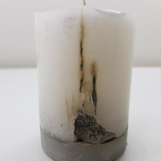 Свеча из бетона - круглая с камнямисветло серая