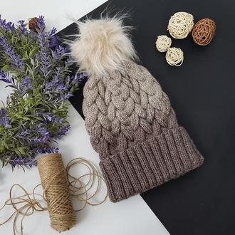 Bregoli design вязаная теплая шапка с отворотом и с бежевым меховым бубоном