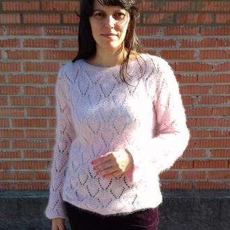Ажурный пуловер из ангоровой пряжи.