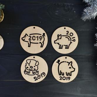"""Новогодние игрушки из дерева """"Свинки"""""""