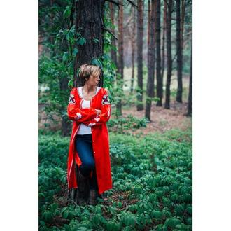 Вишите плаття червоне з білими півнями