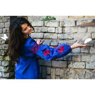 Вишите плаття синє з червоними трояндами ручной работы купить в ... d2ffce681c1b6
