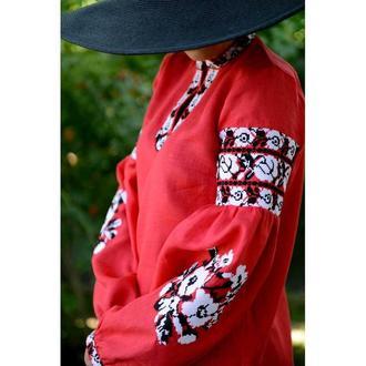 Вышитое платье туника красное с белыми розами