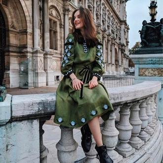 Вишите плаття зелене з тюльпанами