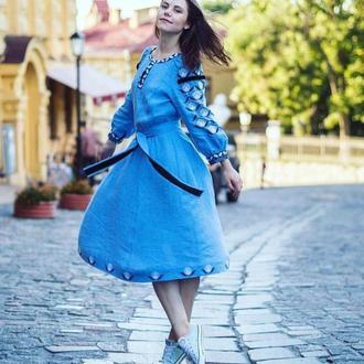 Вишите плаття блакитне з тюльпанами