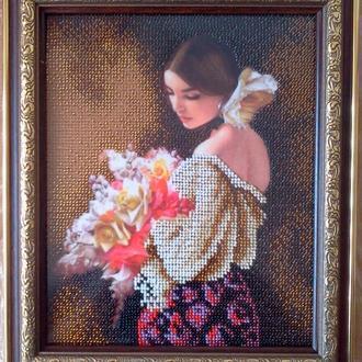 Чарівна україночка з квітами