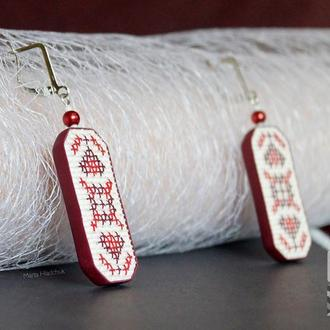"""Сережки """"Українські традиції"""" в бордових тонах з полімерної глини в техніці """"імітація вишивки"""""""
