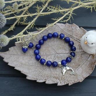 Браслет из красивенных граненых бусин агата глубокого синего цвета , подвеска дельфин + серёжечки.