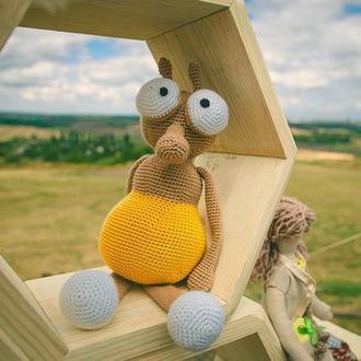 Вязаная игрушка муха
