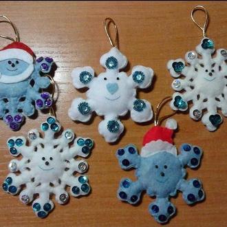 Елочные игрушки, снежинка из фетра